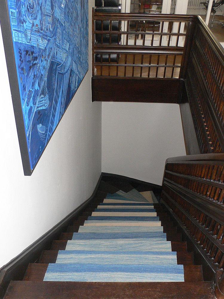 Treppe-Kelim-blau-weiß